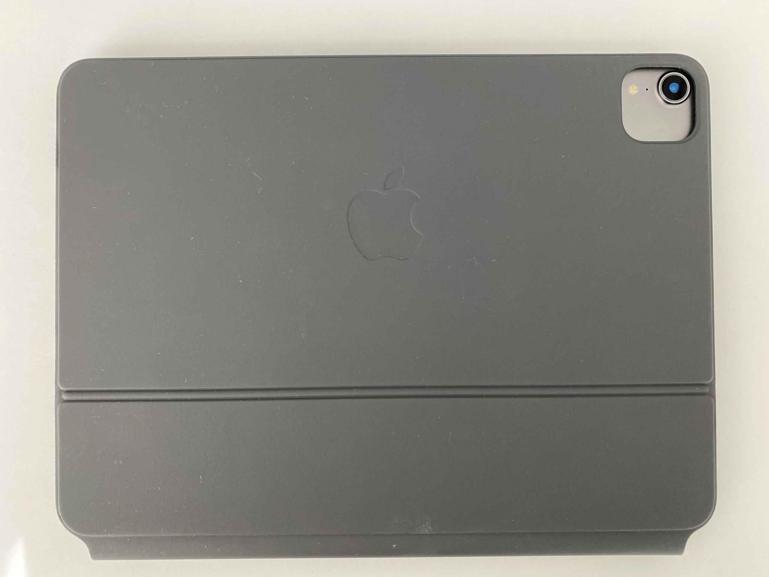 Tą stronę Magic Keyboard będziecie oglądać najczęściej. Logo Apple jest ustawione tak, jak w obecnych modelach MacBooków.